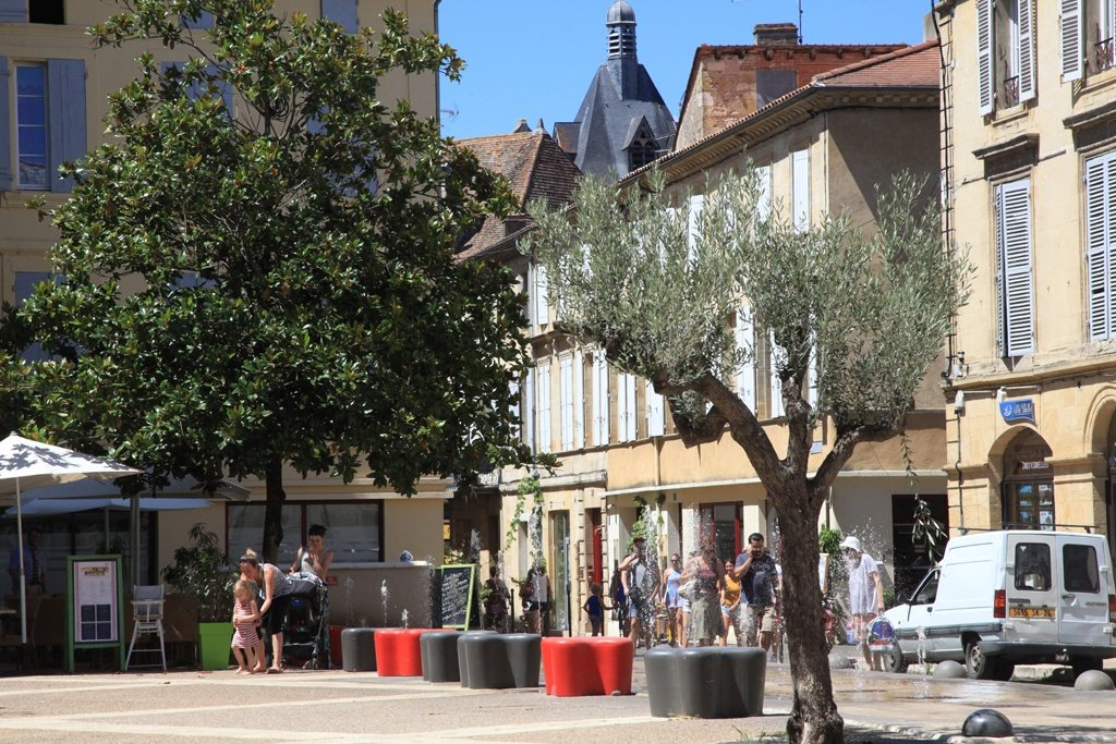 Le centre ville for Piscine municipale bergerac