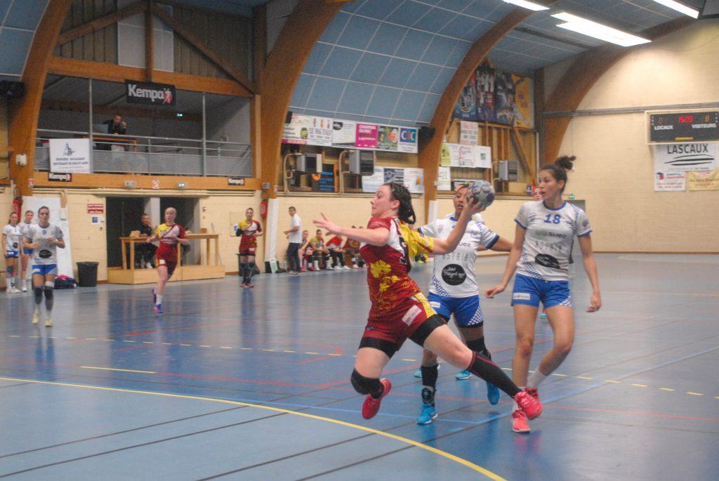 Le handball monte en d2 for Piscine municipale bergerac